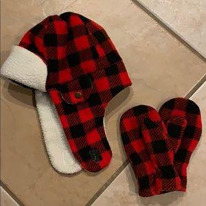Winter hat and mitten set